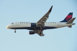 thomasYVRさんが、バンクーバー国際空港で撮影したデルタ・コネクション ERJ-170-200 LL (ERJ-175LL)の航空フォト(飛行機 写真・画像)