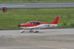 神宮寺ももさんが、長崎空港で撮影したジャパン・ジェネラル・アビエーション・サービス SR22の航空フォト(飛行機 写真・画像)