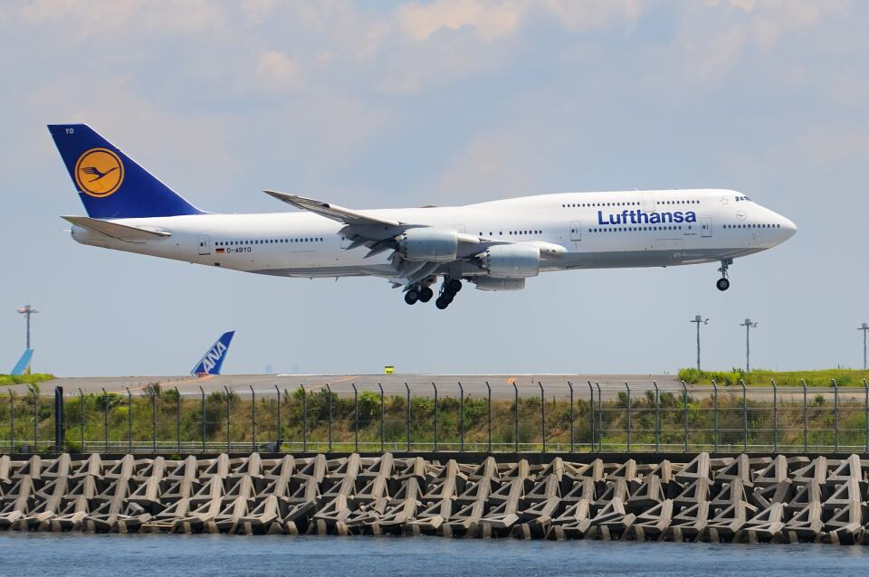 シグナス021さんのルフトハンザドイツ航空 Boeing 747-8 (D-ABYO) 航空フォト