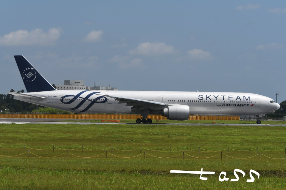 tassさんのエールフランス航空 Boeing 777-300 (F-GZNT) 航空フォト