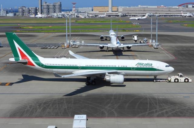 チャレンジャーさんが、羽田空港で撮影したアリタリア航空 A330-202の航空フォト(飛行機 写真・画像)