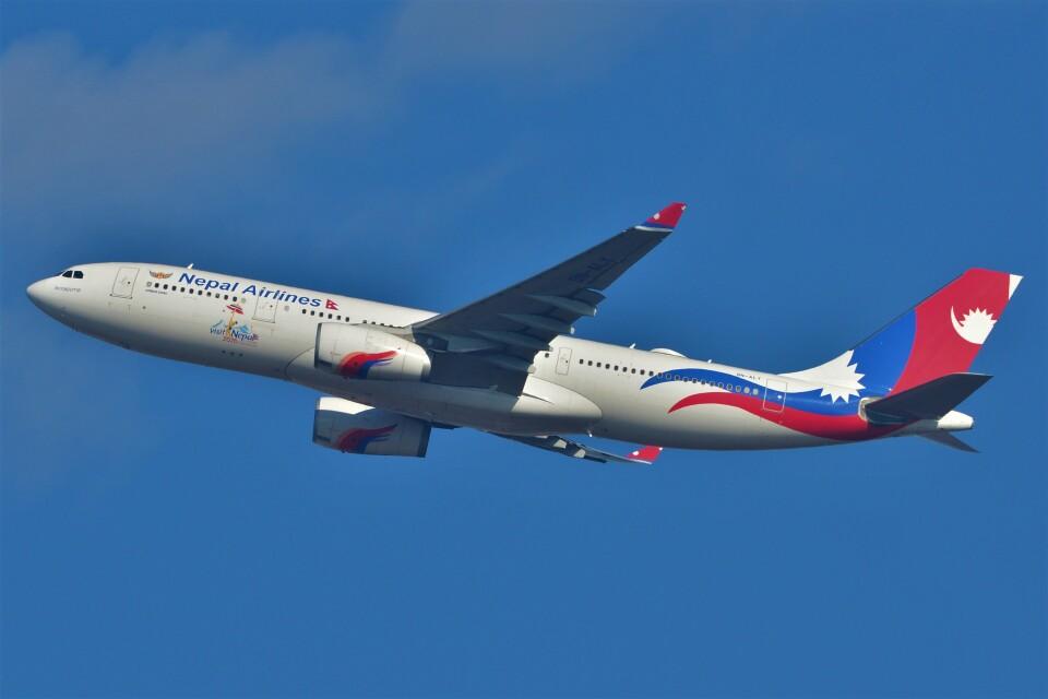 B747‐400さんのネパール航空 Airbus A330-200 (9N-ALY) 航空フォト