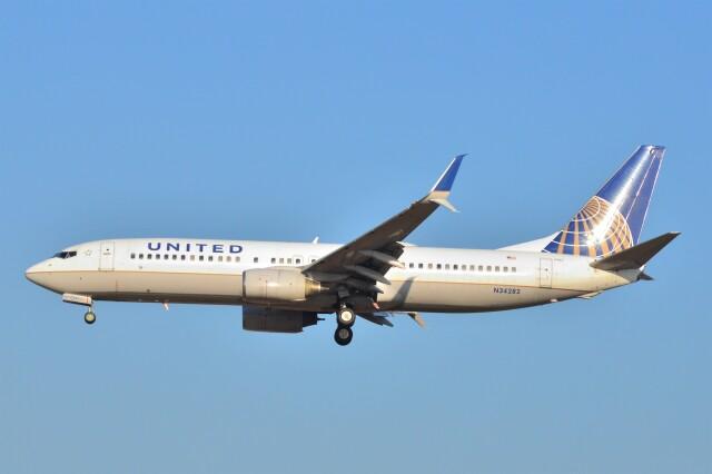 B747‐400さんが、成田国際空港で撮影したユナイテッド航空 737-824の航空フォト(飛行機 写真・画像)