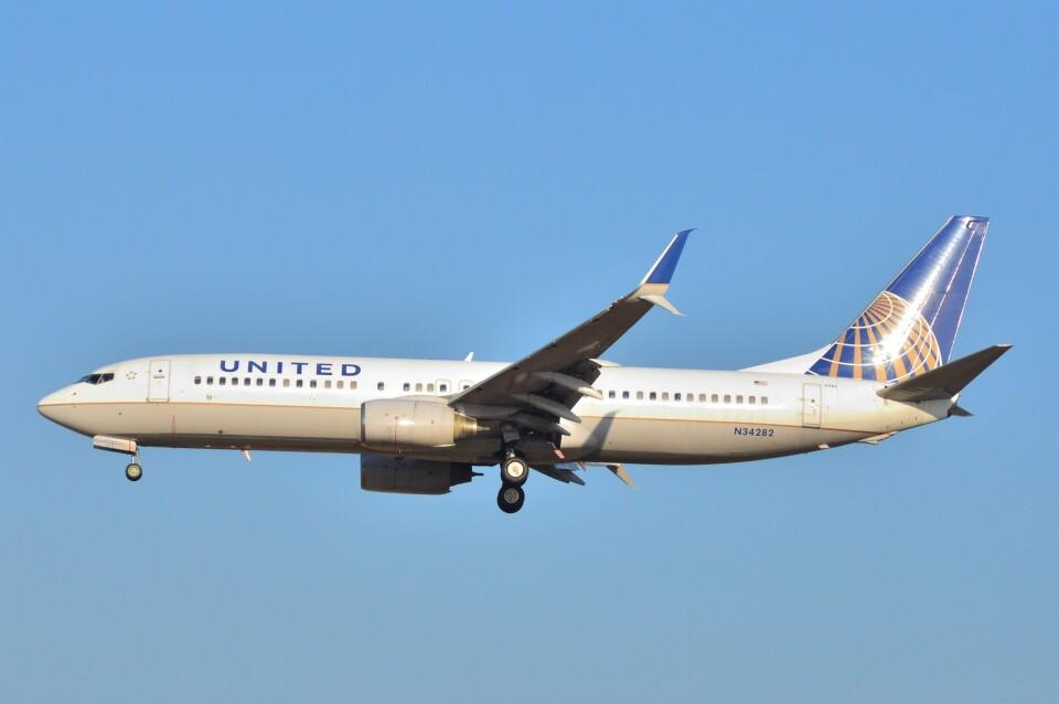B747‐400さんのユナイテッド航空 Boeing 737-800 (N34282) 航空フォト