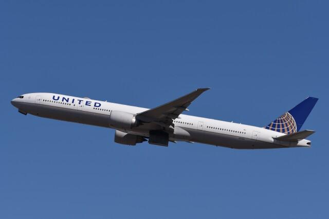 B747‐400さんが、成田国際空港で撮影したユナイテッド航空 777-322/ERの航空フォト(飛行機 写真・画像)