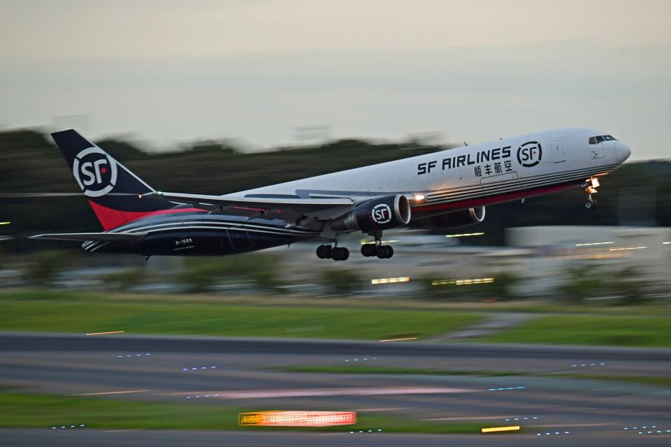 Souma2005さんのSF エアラインズ Boeing 767-300 (B-1589) 航空フォト