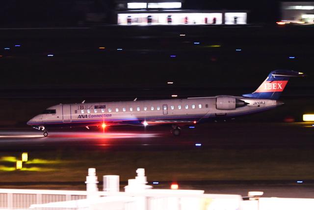 TOPAZ102さんが、伊丹空港で撮影したアイベックスエアラインズ CL-600-2C10(CRJ-702ER)の航空フォト(飛行機 写真・画像)