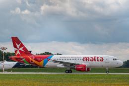 gomaさんが、ミュンヘン・フランツヨーゼフシュトラウス空港で撮影したエア・マルタ A320-214の航空フォト(飛行機 写真・画像)