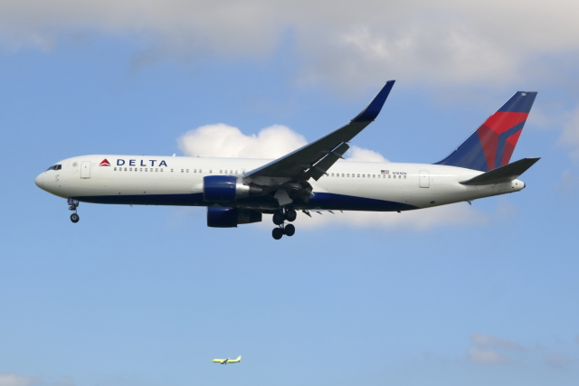 ▲®さんが、成田国際空港で撮影したデルタ航空 767-332/ERの航空フォト(飛行機 写真・画像)