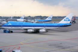 Hariboさんが、アムステルダム・スキポール国際空港で撮影したKLMオランダ航空 747-206BM(SUD)の航空フォト(飛行機 写真・画像)
