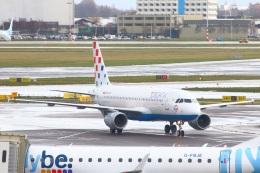 S.Hayashiさんが、アムステルダム・スキポール国際空港で撮影したクロアチア航空 A320-214の航空フォト(飛行機 写真・画像)