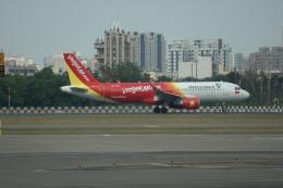 磐城さんが、高雄国際空港で撮影したベトジェットエア A320-214の航空フォト(飛行機 写真・画像)
