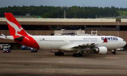 KAZKAZさんが、成田国際空港で撮影したカンタス航空 A330-303の航空フォト(飛行機 写真・画像)