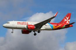 singapore346さんが、ロンドン・ヒースロー空港で撮影したエア・マルタ A320-251Nの航空フォト(飛行機 写真・画像)