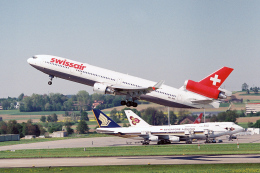 TRAVAIRさんが、チューリッヒ空港で撮影したスイス航空 MD-11の航空フォト(飛行機 写真・画像)