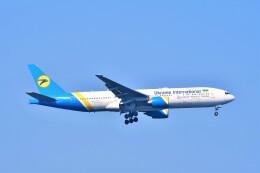 Hiro Satoさんが、スワンナプーム国際空港で撮影したウクライナ国際航空 777-2Q8/ERの航空フォト(飛行機 写真・画像)