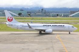 もにーさんが、小松空港で撮影した日本航空 737-846の航空フォト(飛行機 写真・画像)