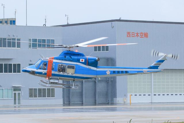 臨時特急7032Mさんが、奈多ヘリポートで撮影した新潟県警察 412EPの航空フォト(飛行機 写真・画像)