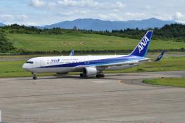 まっちゃんさんが、秋田空港で撮影した全日空 767-381/ERの航空フォト(飛行機 写真・画像)