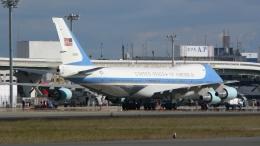 航空見聞録さんが、伊丹空港で撮影したアメリカ空軍 VC-25A (747-2G4B)の航空フォト(飛行機 写真・画像)