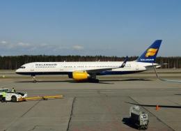 TA27さんが、ヘルシンキ空港で撮影したアイスランド航空 757-208の航空フォト(飛行機 写真・画像)