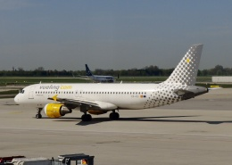 TA27さんが、ミュンヘン・フランツヨーゼフシュトラウス空港で撮影したブエリング航空 A320-211の航空フォト(飛行機 写真・画像)