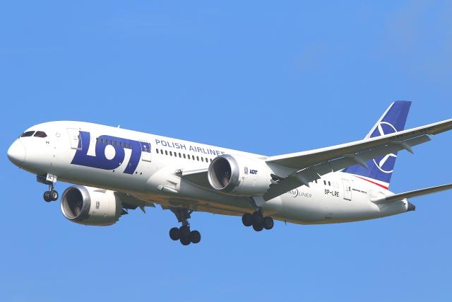 2021年08月01日に撮影されたLOTポーランド航空の航空機写真