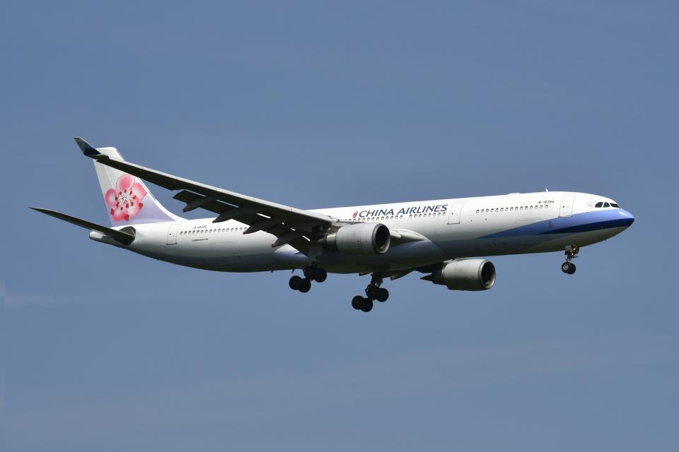 雪虫さんのチャイナエアライン Airbus A330-300 (B-18356) 航空フォト