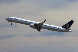 フッ軽の極美さんが、ダニエル・K・イノウエ国際空港で撮影したユナイテッド航空 757-324の航空フォト(飛行機 写真・画像)