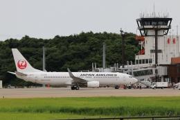 磐城さんが、秋田空港で撮影した日本航空 737-846の航空フォト(飛行機 写真・画像)
