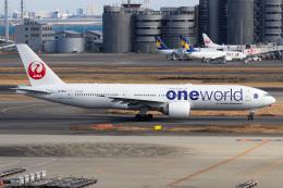ドガースさんが、羽田空港で撮影した日本航空 777-246/ERの航空フォト(飛行機 写真・画像)