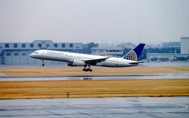 LEVEL789さんが、名古屋飛行場で撮影したコンチネンタル航空 757-224の航空フォト(飛行機 写真・画像)