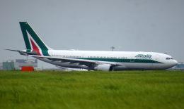 KAZKAZさんが、羽田空港で撮影したアリタリア航空 A330-202の航空フォト(飛行機 写真・画像)