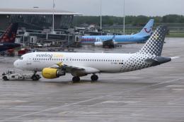 kinsanさんが、ブリュッセル国際空港で撮影したブエリング航空 A320-214の航空フォト(飛行機 写真・画像)