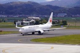 こじこじさんが、出雲空港で撮影した日本航空 737-846の航空フォト(飛行機 写真・画像)