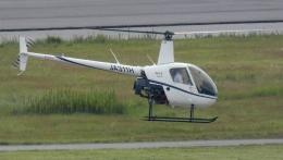 航空見聞録さんが、神戸空港で撮影した学校法人ヒラタ学園 航空事業本部 R22 Beta IIの航空フォト(飛行機 写真・画像)