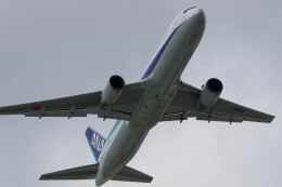Koenig117さんが、那覇空港で撮影した全日空 767-381/ERの航空フォト(飛行機 写真・画像)