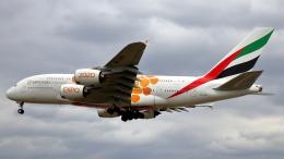 誘喜さんが、ロンドン・ヒースロー空港で撮影したエミレーツ航空 A380-861の航空フォト(飛行機 写真・画像)