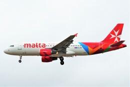 ちっとろむさんが、ロンドン・ヒースロー空港で撮影したエア・マルタ A320-214の航空フォト(飛行機 写真・画像)