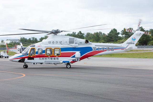 (新)ふぁんとむ改さんが、奈多ヘリポートで撮影した国土交通省 地方整備局 AW139の航空フォト(飛行機 写真・画像)