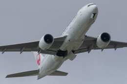 Koenig117さんが、那覇空港で撮影した日本航空 777-246/ERの航空フォト(飛行機 写真・画像)