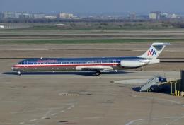 TA27さんが、ダラス・フォートワース国際空港で撮影したアメリカン航空 MD-82 (DC-9-82)の航空フォト(飛行機 写真・画像)