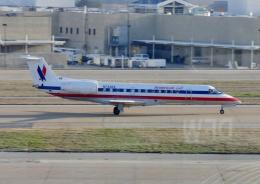 TA27さんが、ダラス・フォートワース国際空港で撮影したアメリカン・イーグル ERJ-135LRの航空フォト(飛行機 写真・画像)