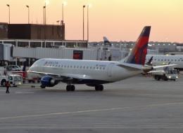 TA27さんが、オヘア国際空港で撮影したデルタ・コネクション ERJ-170-200 LR (ERJ-175LR)の航空フォト(飛行機 写真・画像)