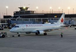 TA27さんが、オヘア国際空港で撮影したエア・カナダ ERJ-170-200 SU (ERJ-175SU)の航空フォト(飛行機 写真・画像)