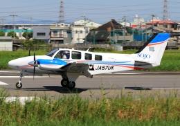LOTUSさんが、八尾空港で撮影した崇城大学 G58 Baronの航空フォト(飛行機 写真・画像)