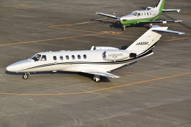 とびたさんが、名古屋飛行場で撮影したオートパンサー 525A Citation CJ2の航空フォト(飛行機 写真・画像)
