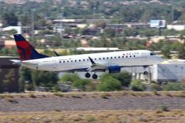 キャスバルさんが、フェニックス・スカイハーバー国際空港で撮影したデルタ・コネクション ERJ-170-200 LR (ERJ-175LR)の航空フォト(飛行機 写真・画像)