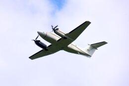 まいけるさんが、厚木飛行場で撮影したアメリカ海軍 UC-12F Super King Air (B200C)の航空フォト(飛行機 写真・画像)
