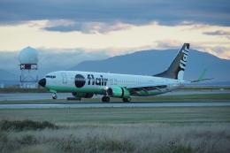 thomasYVRさんが、バンクーバー国際空港で撮影したフレア航空 737-86Jの航空フォト(飛行機 写真・画像)